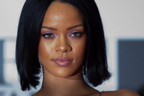 Peringati Hari AIDS Sedunia, Rihanna Tes HIV