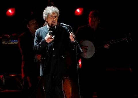 Bob Dylan Tak Hadiri Upacara Penganugerahan Nobel