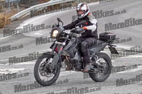Sosok Motor Adventure KTM Enduro 800 Tertangkap Kamera