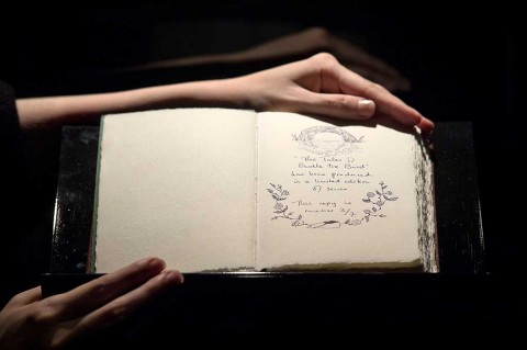 Buku Langka Tulisan Tangan JK Rowling Terjual Rp6,15 Miliar