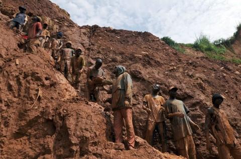 Tambang Emas Runtuh di DR Kongo Tewaskan 20 Pekerja