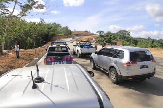 Gubernur Awang Faroek Puas dengan Perbaikan Infrastruktur Jalan di Utara Kaltim