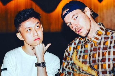 Diplo Pamer Keakraban dengan Penyanyi Rap Indonesia Rich Chigga