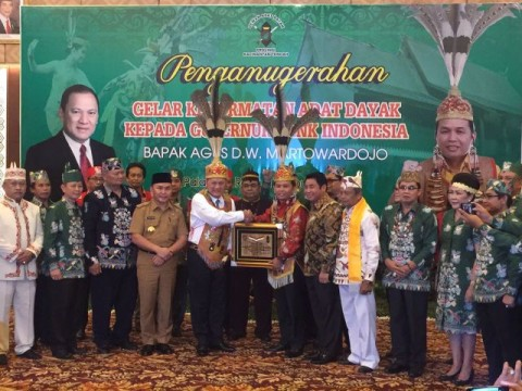Gubernur BI Jadi Warga Kehormatan Masyarakat Dayak Kalteng