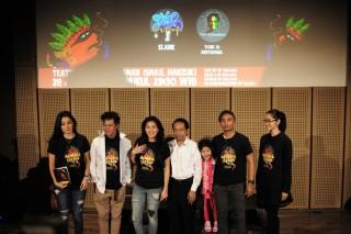 Slank dan Tony Q Meriahkan Pertunjukan Teatrikal Manusia Istana