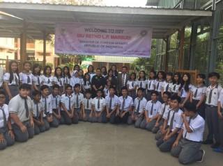Menlu RI Sambangi Rakhine untuk Serahkan Bantuan
