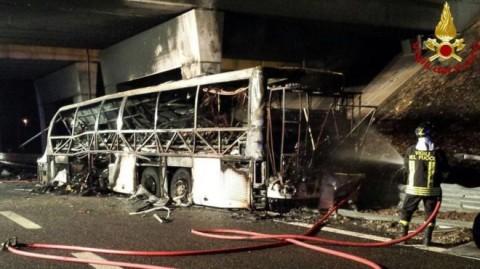 16 Tewas dalam Kebakaran Bus Sekolah di Italia