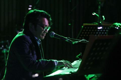 Album Debut Mondo Gascaro Dipasarkan di Indonesia dan Jepang