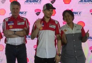 Pertama Kali, Lorenzo Kunjungi Indonesia dengan Seragam Ducati