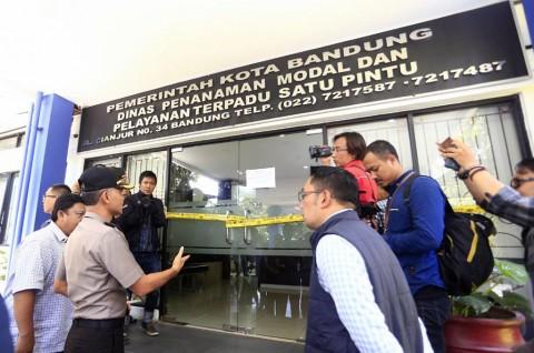 Segel di Kantor Dinas Penanaman Modal Kota Bandung Dibuka