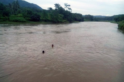 Hindari Tawuran, Siswa SMP Hilang Terseret Sungai