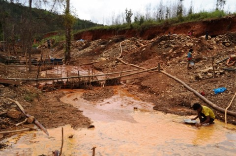 Lima Penambang Emas Tewas Tertimbun Tanah Galian