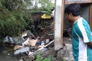 Empat Rumah di Banjarsari Solo Ambrol