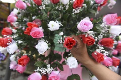 Jelang Valentine, Penjualan Bunga di Surabaya Meningkat