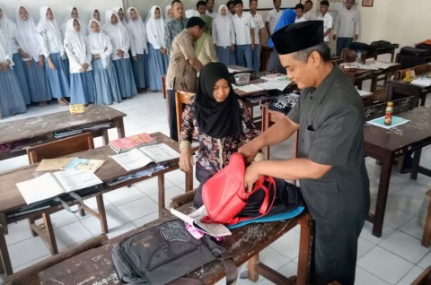 Sekolah Razia Tas dan Barang Bawaan Siswa