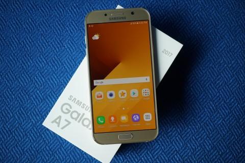 Melihat Isi Kotak Samsung Galaxy A7