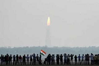 India Sukses Luncurkan 104 Satelit dalam Misi Tunggal