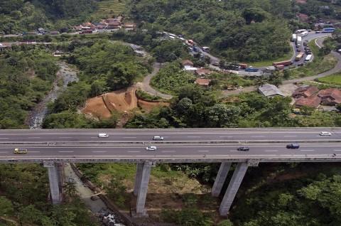 Mulai Hari Ini, Bus Bisa Lewati Jembatan Cisomang