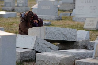 Ratusan Batu Nisan Pemakaman Yahudi Philadelphia Dirusak