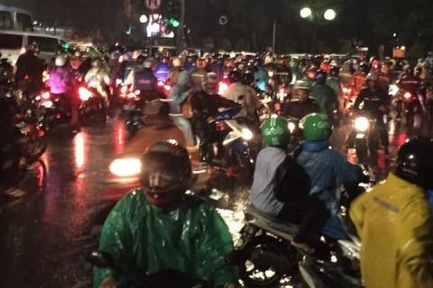 Hujan Deras Sebabkan Beberapa Titik di Jakarta Tergenang