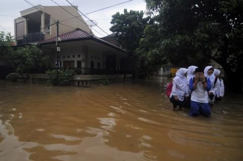 Beberapa Wilayah Jakarta Masih Tergenang Hingga Dini Hari