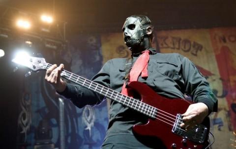 Peralatan Musik Milik Mendiang Bassist Slipknot Dilelang