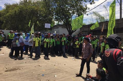 Ratusan Buruh Pemintal Benang di Tangerang Mogok Kerja