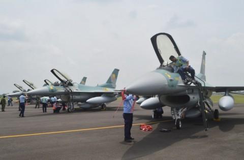 Pesawat F16 yang Tergelincir di Pekanbaru Sudah Dievakuasi