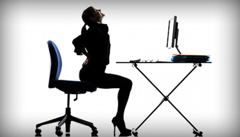 Beberapa jenis pencegahan WMSD yang bisa dilakukan adalah memperbaiki posisi duduk atau melakukan senam ringan di sela-sela jam kerja. (Foto: Mybetterdoctors)
