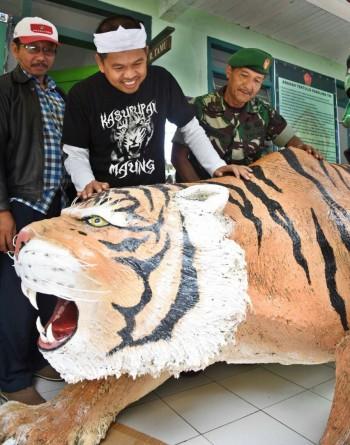 Dedi Mulyadi Ganti Patung Harimau Lucu Cisewu dengan Maung Sancang Siliwangi