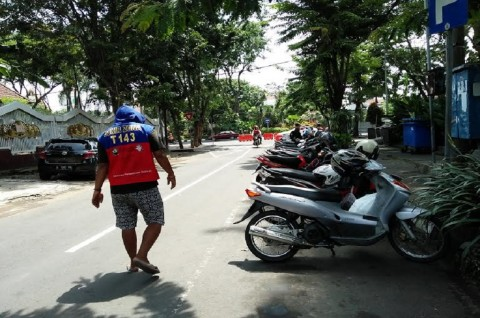 Tarif Parkir di Surabaya masih Melebihi Aturan