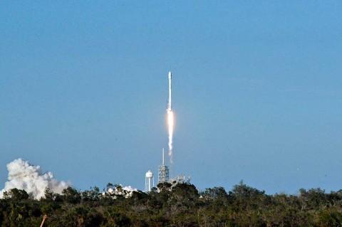 SpaceX Sukses Luncurkan Roket 'Bekas' ke Luar Angkasa
