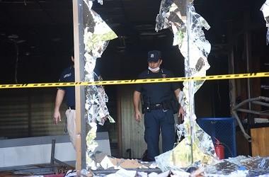 Polisi berada di gedung Kongres yang dirusak massa di Asuncion,