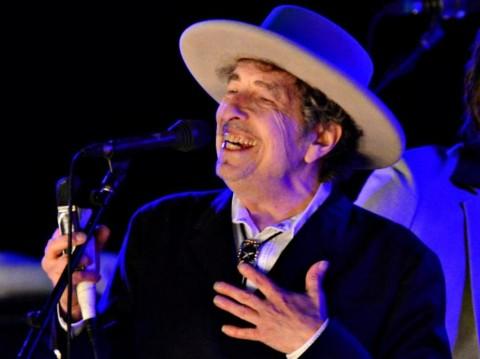 Penyerahan Hadiah Nobel untuk Bob Dylan Berlangsung Tertutup