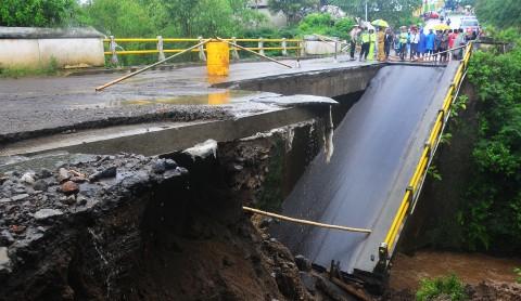 Jembatan di Jalan Trans Timor Putus