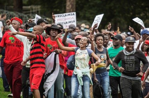 Ribuan Demonstran Desak Presiden Afrsel Mundur