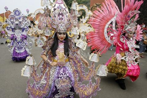 Pawai Budaya Nusantara Meriahkan HUT ke-42 TMII