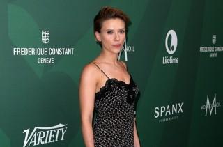 Scarlett Johansson dan Charlize Theron Tertarik Perankan Batgirl
