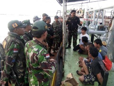 TNI AL Tangkap 2 Kapal Tanker Buruan Malaysia