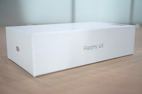 Melihat Isi Kotak Xiaomi Redmi 4X