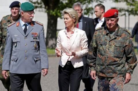 Jerman Geledah Seluruh Barak untuk Cari Memorabilia Nazi
