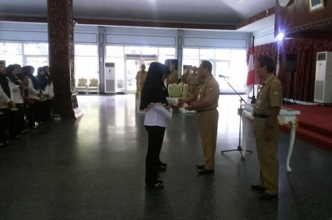 135 Bidan PTT di Kendal Menerima SK CPNS