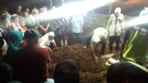 Pemakaman Dosen Suryo Penuh Isak Tangis