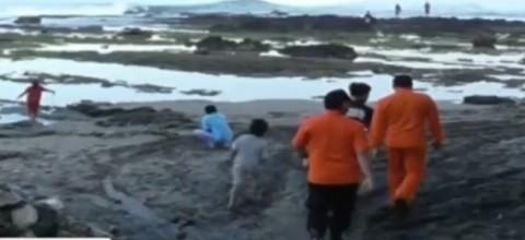 Basarnas Masih Mencari Lima Siswa MTs yang Terseret Ombak di Pantai Garut