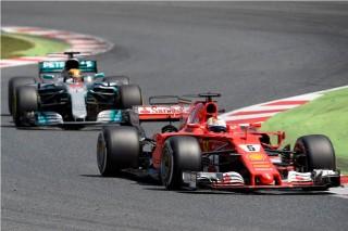 Lewis Hamilton Menikmati Perlawanan Sebastian Vettel