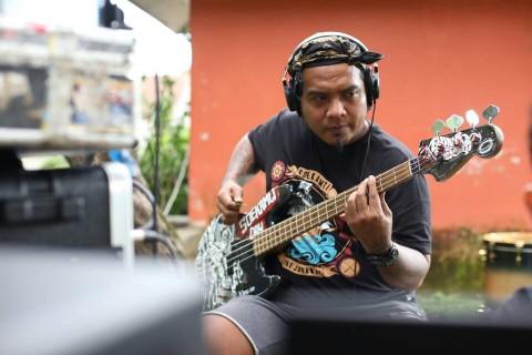Persiapan Endank Soekamti Jelang Rekaman di Atas Perairan Papua