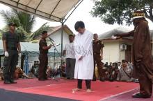 10 Pelanggar Syariat Islam di Aceh Dihukum Cambuk