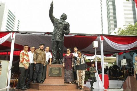Megawati Resmikan Patung Soekarno di Lemhanas