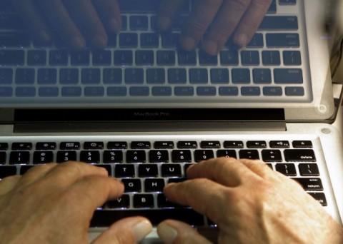 Memprihatinkan, Aksi Memburu Netizen Gara-gara Status