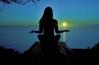 Yoga Alien, Tren Olahraga Unik dari Instagram